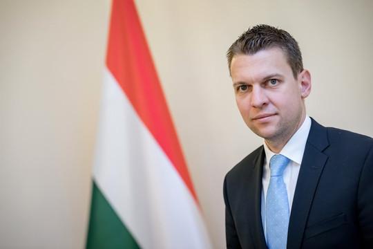 Bộ trưởng Hungary lý giải việc tặng Việt Nam và cho Czech mượn 100.000 liều vắc xin