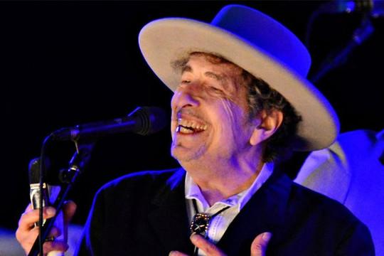 Huyền thoại âm nhạc Bob Dylan bất ngờ bị cáo buộc tấn công tình dục