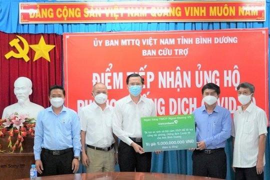 Vietcombank tài trợ 5 tỉ đồng hỗ trợ công tác phòng chống dịch COVID-19 tại tỉnh Bình Dương
