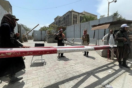 Người dân Kabul đành liều quay lại làm việc dưới giám sát chặt chẽ của Taliban