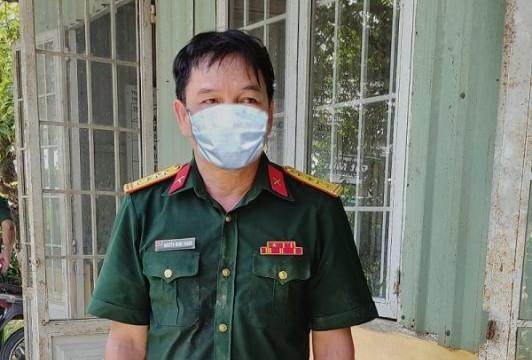 Mặc trang phục đại tá quân đội để 'thông chốt' nhưng bất thành