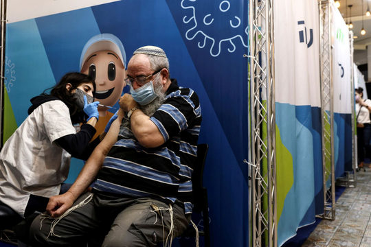 Thủ tướngIsrael tiêm liều thứ 3 vắc xin Pfizer cùng người trên 40 tuổi, Anh có thể hoãn tiêm tăng cường