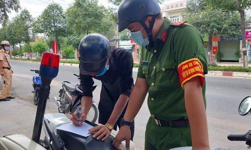 TP.HCM: Cán bộ công chức sẽ mặc đồng phục có logo khi ra đường