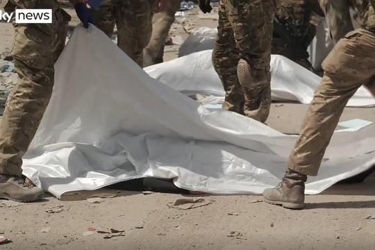 """Hỗn loạn bên ngoài sân bay Kabul: Có ít nhất 3 người chết vì """"cố vươn đến tự do"""""""