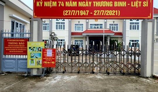 Cà Mau: UBND phường đóng cổng vì ngại người dân đến xin giấy đi đường
