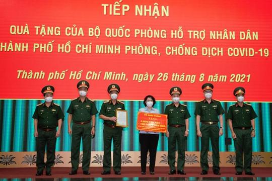 Bộ Quốc phòng tặng TP.HCM 4.000 tấn gạo và 100.000 phần quà