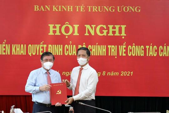 Trao quyết định phân công Phó Trưởng ban Kinh tế Trung ương cho ông Nguyễn Thành Phong