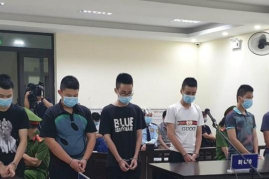 Hơn 17 năm tù cho nhóm thanh niên giả lực lượng phòng chống dịch 'cưỡng đoạt tài sản'