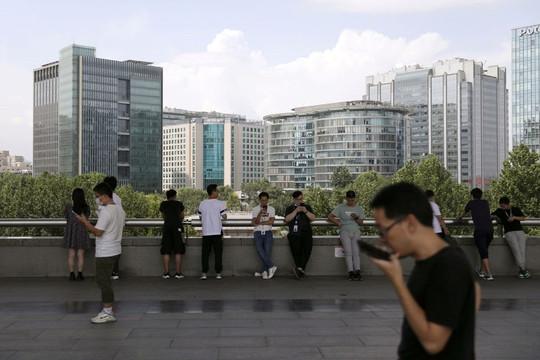 Các đại gia công nghệ Trung Quốc bỏ văn hóa làm việc khắc nghiệt 996, nhân viên phàn nàn vì lương giảm