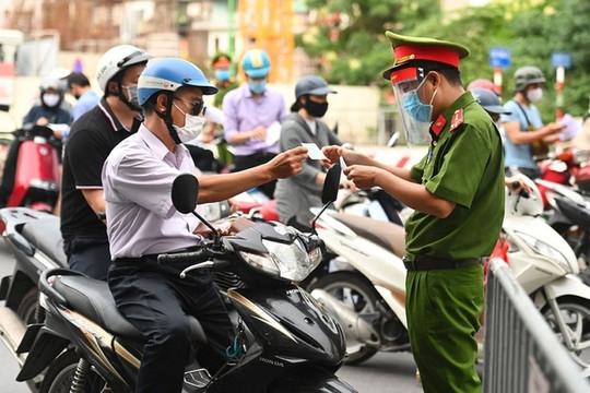 Công an Hà Nội hỏa tốc triển khai giấy đi đường có mã QR Code