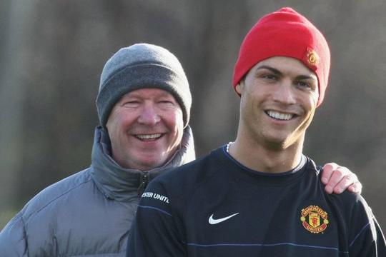 Ronaldo giúp Man United đánh bại Arsenal để có cặp song sinh duy nhất vô địch Premier League