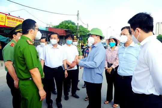 Bí thư Thành ủy Hà Nội: Trước mắt, tiếp tục sử dụng giấy đi đường đã cấp