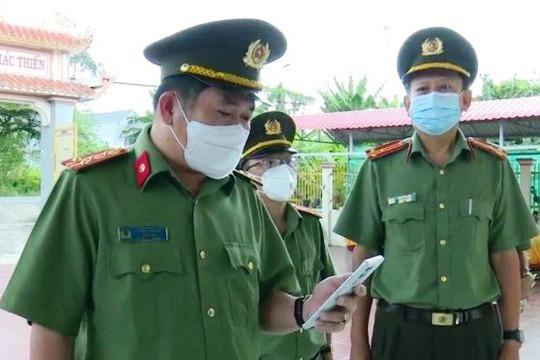 Giám đốc Công an An Giang tổ chức đón rước, đưa tro cốt cha một chiến sĩ về cúng cầu siêu