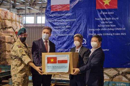Ba Lan viện trợ trang thiết bị y tế phòng chống dịch COVID-19 cho Việt Nam
