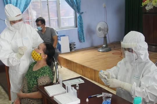 Xét nghiệm gần 2 ngàn công nhân khi phát hiện 12 F0 nghi nhiễm ở Huế