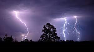 Đông Bắc Bộ và Tây Nguyên đề phòng lốc, sét, mưa đá và gió giật