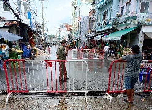 Phú Quốc: Vừa nới lỏng hôm trước, hôm sau phát hiện hàng chục ca dương tính