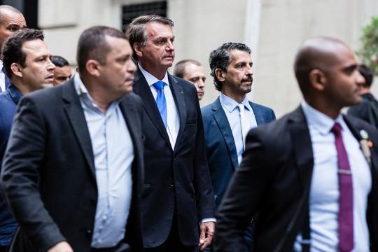 Tháp tùng Tổng thống Brazil tới Đại hội đồng LHQ, Bộ trưởng Y tế mắc COVID-19 sau khi ăn pizza vỉa hè