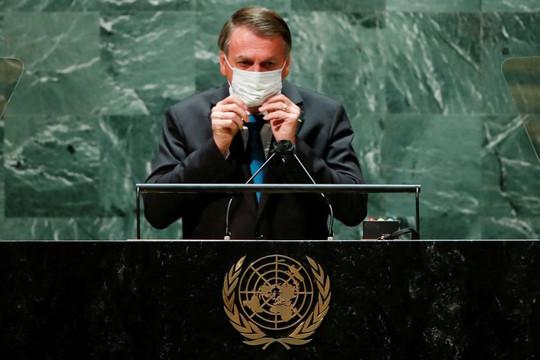 Tổng thống Brazil tự cách ly sau khi Bộ trưởng Y tế mắc COVID-19, LHQ lo nhân viên lây vi rút