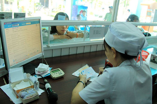 Người dân Hà Nội ra vào bệnh viện phải khai báo bằng mã QR Code để kiểm soát