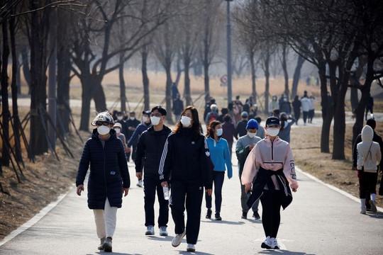 Hàn Quốc ghi nhận số ca COVID-19 kỷ lục hàng ngày sau Singapore, chưa hé lộ loại vắc xin tặng Việt Nam