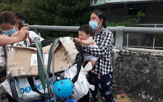Tự túc đi xe máy về quê tránh dịch, người dân miền Tây bị kẹt ở cửa ngõ Hậu Giang
