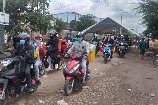Hơn 20.000 người ở Đồng Nai, Bình Dương, TP.HCM được tỉnh Bình Phước dẫn đường về quê