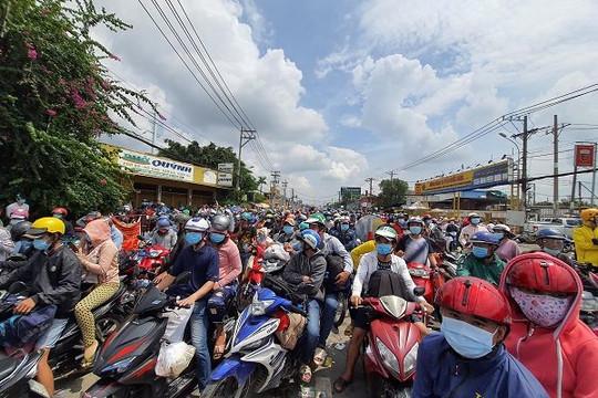 Lo 'vỡ trận', nhiều tỉnh kiến nghị Thủ tướng dừng cho người dân về quê