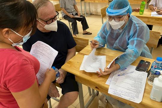 Hà Nội: Thêm 2 ca mắc COVID-19, nhận thêm hơn 120.000 liều vắc xin AstraZeneca