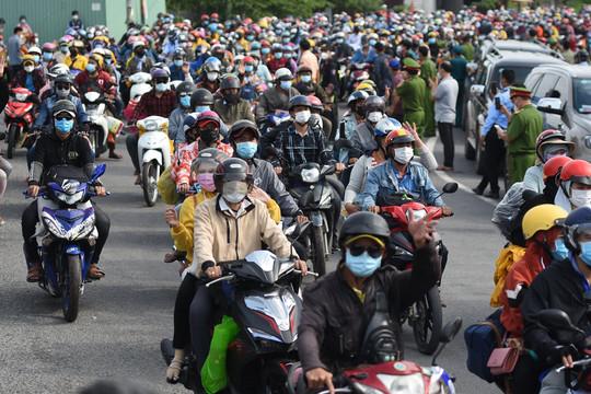 Thủ tướng yêu cầu phối hợp đưa người dân về quê nhanh, nhịp nhàng, không để ùn ứ