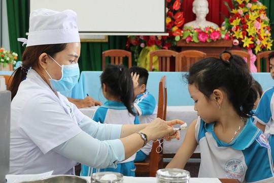 Nhanh chóng có hướng dẫn tiêm vắc xin cho người dưới 18 tuổi