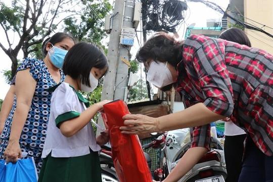 Hà Nội lên kế hoạch chăm sóc trẻ mồ côi do đại dịch COVID-19