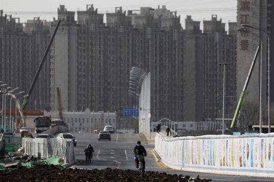 Trung Quốc ra tay với đầu cơ bất động sản, các chủ đầu tư khóc ròng, thị trường đóng băng