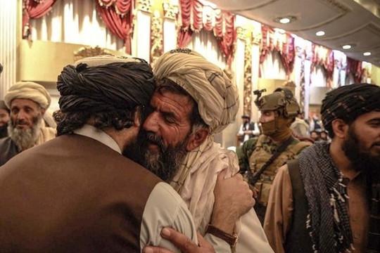Taliban ca ngợi kẻ đánh bom liều chết, thưởng tiền và đất đai