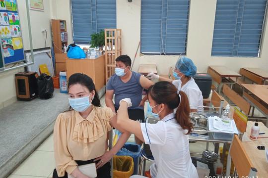 Bộ Y tế yêu cầu các tỉnh lập kế hoạch tiêm vắc xin COVID-19 cho trẻ từ 12-17 tuổi