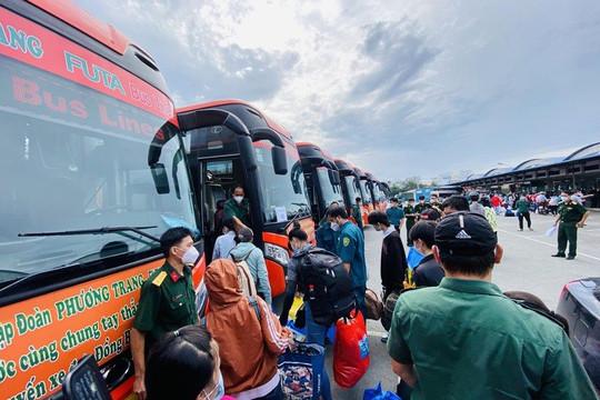 Bộ Tư lệnh TP.HCM và Phương Trang tiếp tục giúp đưa dân 8 tỉnh thành về quê