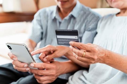 Người lớn tuổi Trung Quốc tự lên mạng mua sắm